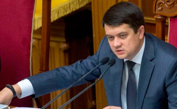 Разумков планує зменшити вжиток рідної мови в Україні