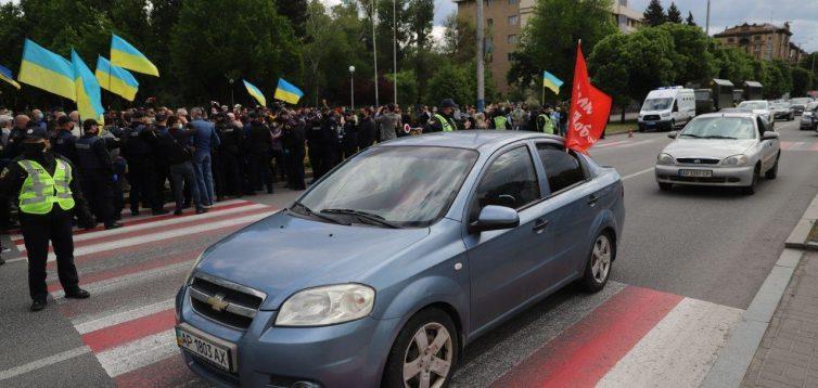 """У Запоріжжі сталися сутички між учасниками акції """"Полк Победы"""" і проукраїнськими активістами"""