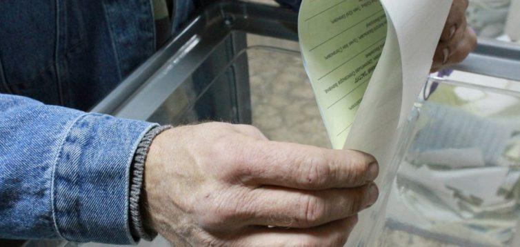 Переселенці тепер можуть голосувати на місцевих виборах
