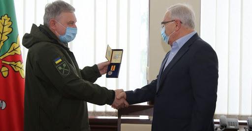 Міністр оборони вручив Вілкулу медаль за допомогу ЗСУ