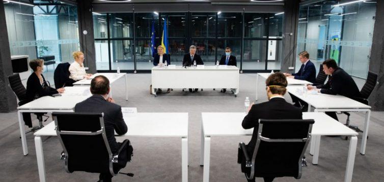 Порошенко зустрівся з послами Балтії та Скандинавії в Україні