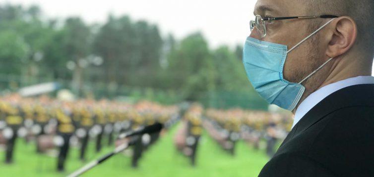 Відвідини Шмигалем церемонії випуску офіцерів порівняли з урочистостями в КНДР. Відео
