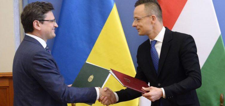 Зеленський почав ділити Україну- влада поступилась Закарпаттям Угорщині
