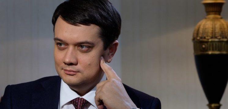 Разумков поєднує посади і є власником мережі ломбардів