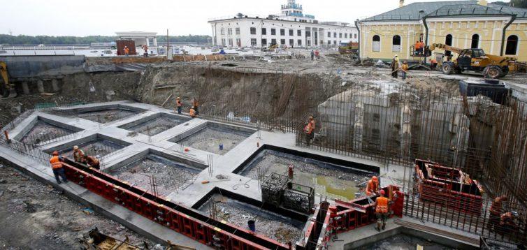 А віз і нині там-чи довго вандали заважатимуть реконструкції будівлі на Поштовій площі