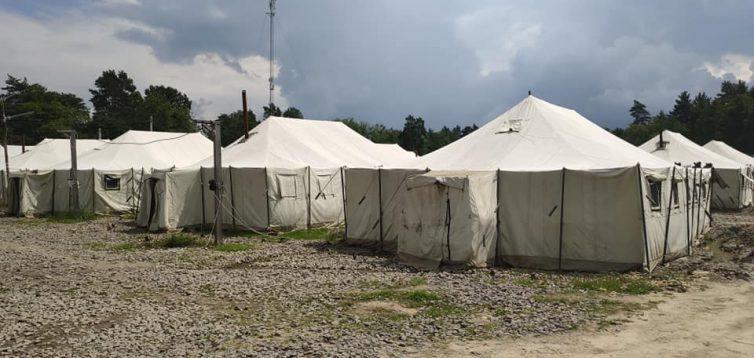 На Яворовском полигоне больные с подозрением на коронавирус лежали в затопленных палатках. Видео