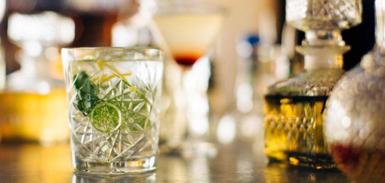 (Рус) Как появился джин – рассказывает ALCOMAG