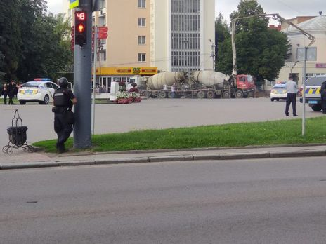 З місця захопленого в Луцьку автобуса лунають автоматні постріли,- ЗМІ