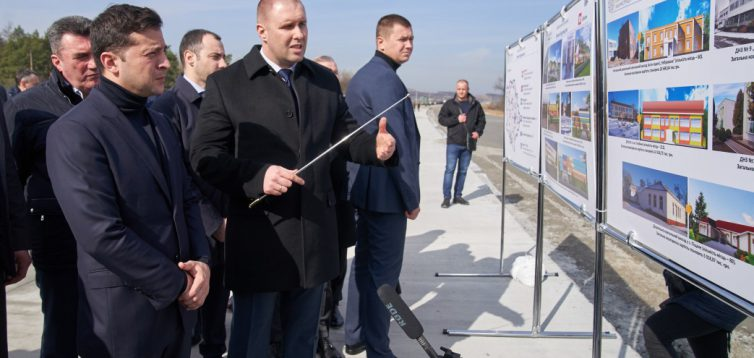 «Велике будівництво» Зеленського виявилося добудовою напівготових об'єктів за місцеві кошти