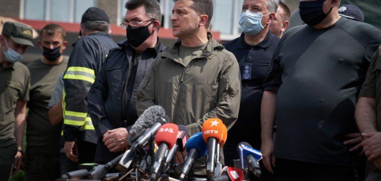 Зеленський пообіцяв постраждалим від пожежі на Луганщині грошову компенсацію
