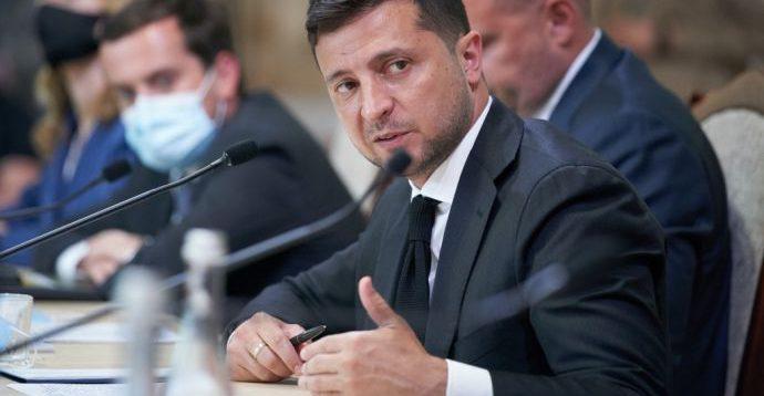 Зеленський заявив, що стабільний курс гривні вбиває економіку