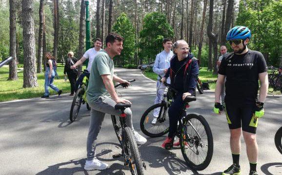 За велопрогулянку Зеленського з журналістами заплатили з держбюджету
