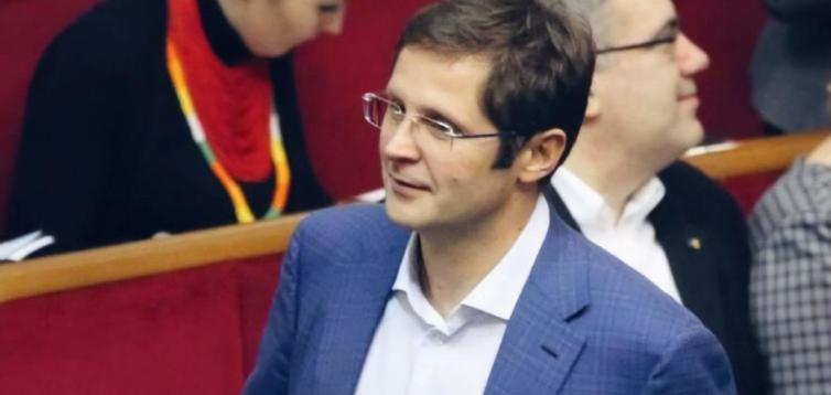 """Депутат від """"Слуги народу"""" попався на репетиції відповідей для ЗМІ. ВІДЕО"""