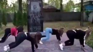 На Чернігівщині школярки станцювали тверк на могилі воїнам АТО. ВІДЕО