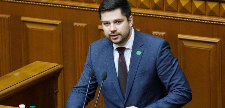 """У """"Слузі народу"""" заявили, що Україна буде зобов'язана закуповувати в Росії вакцину від Covid-19"""