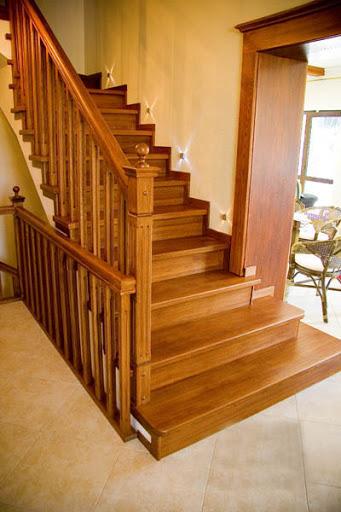 Из какого дерева стоит выбрать лестницу