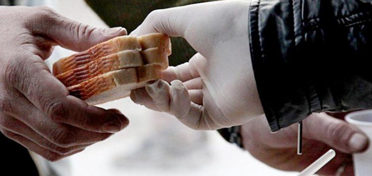 (Рус) Горячие обеды: в Мелитополе начали кормить бездомных