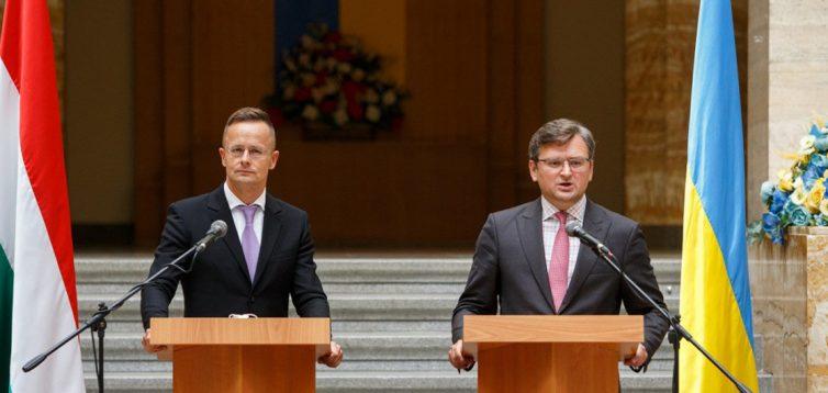 Глава МИД Венгрии приедет в Украину, чтобы уладить отношения между странами