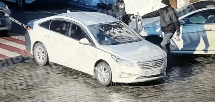 В Києві водій напав на пішохода, забивши його до смерті. ВІДЕО