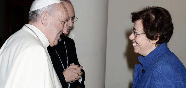 Впервые в истории заместителем секретаря Синода епископов в Ватикане стала женщина