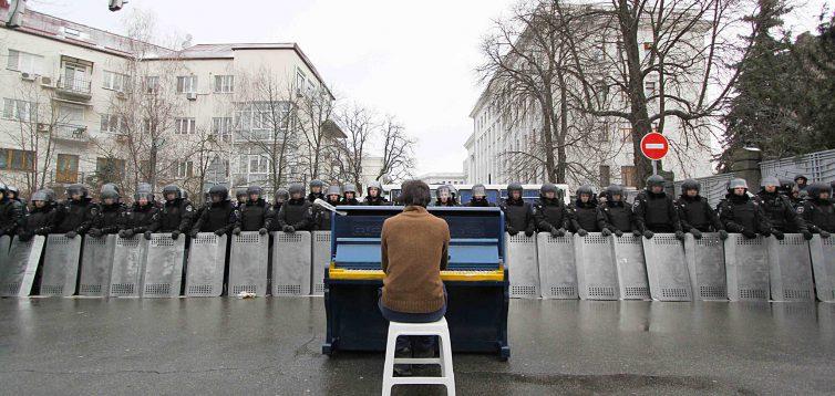 В Івано-Франківську відкрили виставку фотокартин про Революцію Гідності. ФОТО