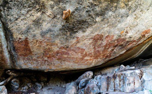 Вчені відкрили таємницю стародавнього зображення людей з головами буйволів в Африці. ФОТО
