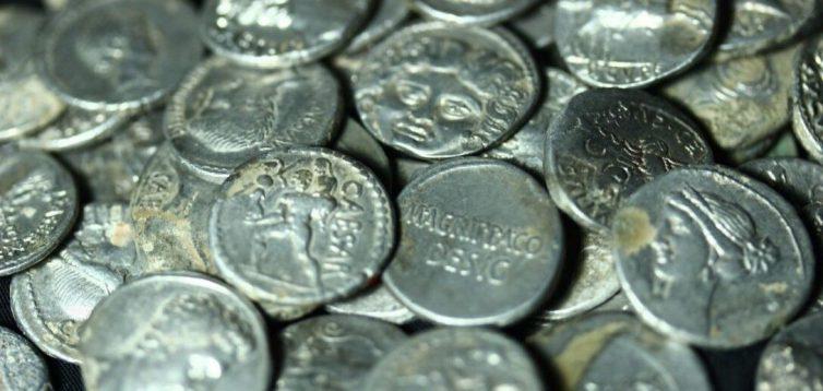 Археологи знайшли скарб рідкісних римських монет