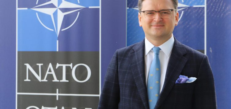 Кулеба не впевнений, чи потрібен Україні статус особливого партнера поза НАТО