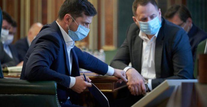 Нардеп Герасимов заявив, що влада таємно вакцинується від коронавірусу