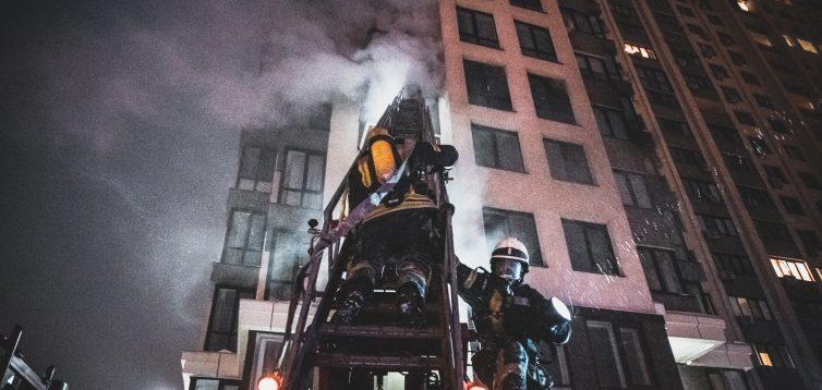 У Голосіївському районі Києва спалахнув житловий будинок. ФОТО/ВІДЕО