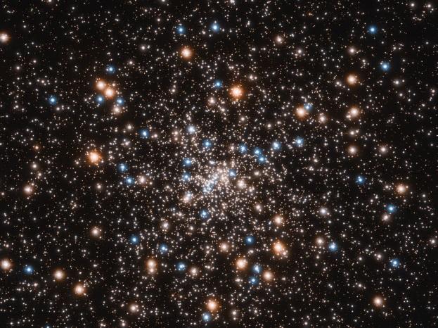 Телескоп Hubble зробив фото скупчення чорних дір