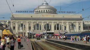 Одеська влада відмовляється демонтувати барельєфи Леніна