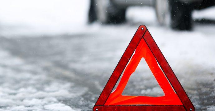 У Києві водій збив жінку на смерть, коли буксирував у снігу