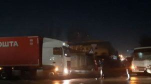 У Києві зіткнулися маршрутка і вантажівка. ФОТО