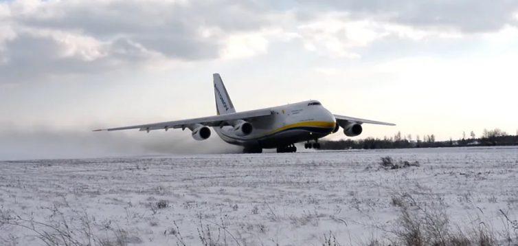 """""""Антонов"""" показав зліт літака """"Руслан"""" в зимових умовах. ВІДЕО"""