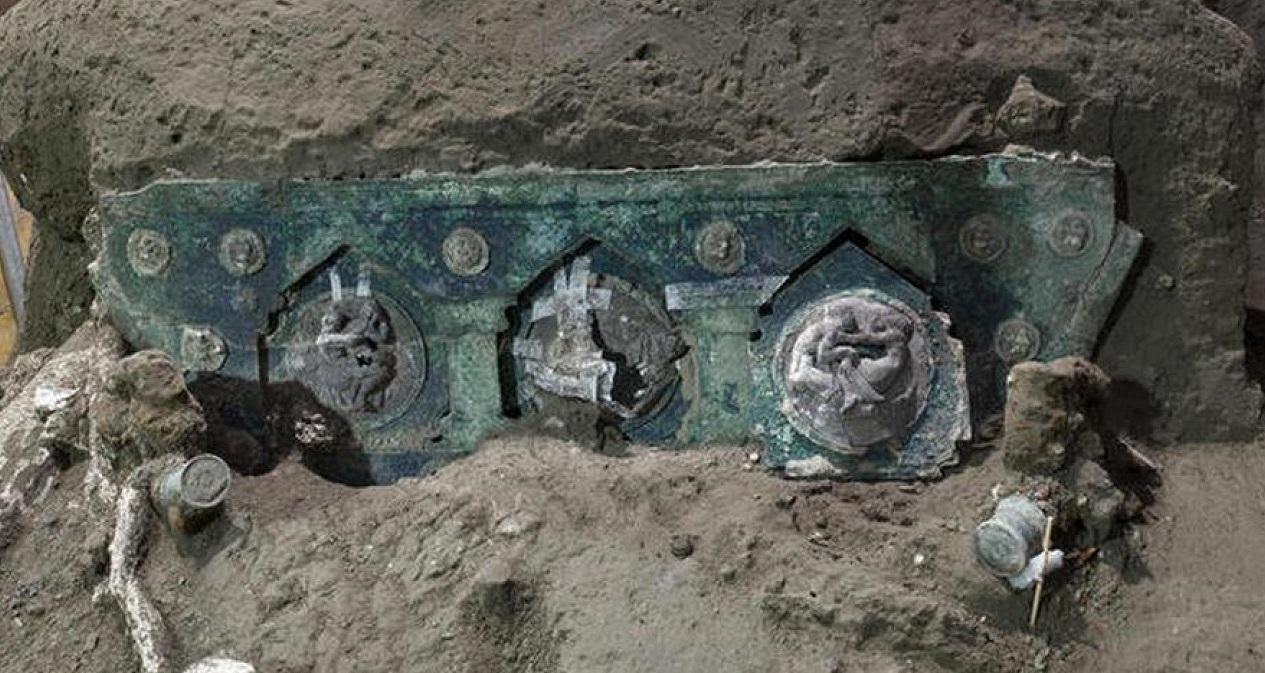 У Помпеях знайшли відмінно збережену колісницю першого століття