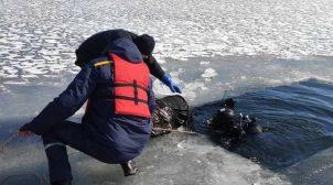 В киевском озере спасатели выловили тело молодого мужчины
