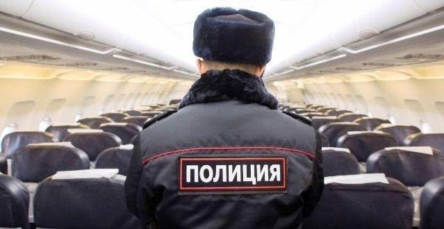 Россиянку связали скотчем и веревкой из-за дебоша на борту самолета. ВИДЕО