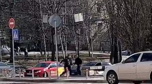 В Киеве водители устроили посреди дороги драку с поножовщиной