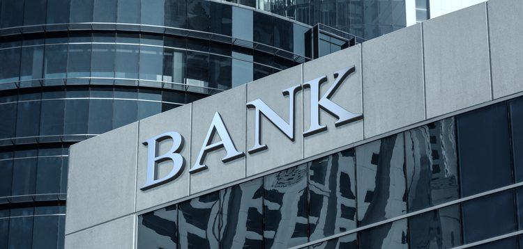 Травневі вихідні: як працюватимуть українські банки на свята