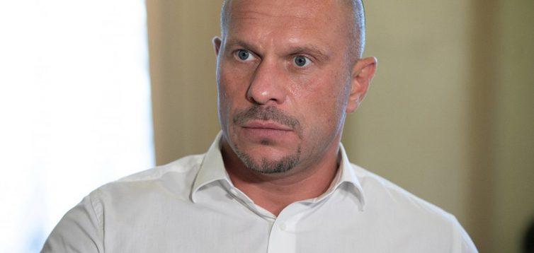 Скандальний нардеп Ківа обматюкав журналістів в парламенті