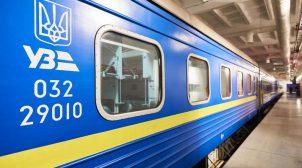 """Не витримав: житель Данії самостійно вимив брудні вікна в поїзді """"Ізмаїл-Київ"""" (ФОТО)"""