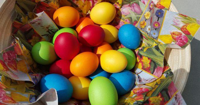 В який колір фарбують яйця на Великдень і що вони означають