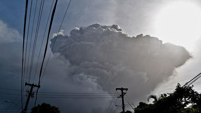 На Карибах через виверження вулкану евакуювали 16 тисяч людей