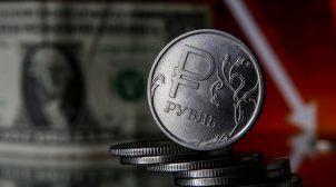 Російський рубль різко впав після початку масштабних військових навчань