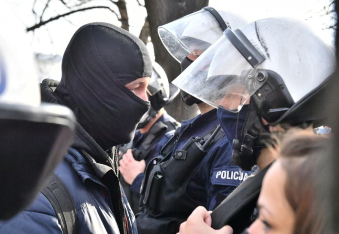 В Варшаве в годовщину Смоленской катастрофы после столкновений задержали 11 человек