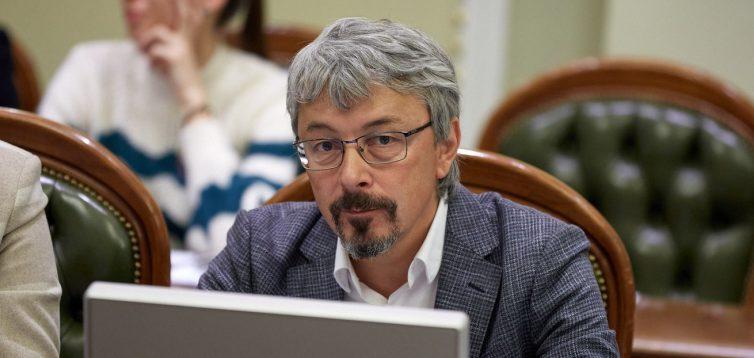Ткаченко заявил, что украинские артисты могут ездить на гастроли в Россию, если это им нравится