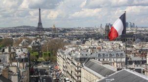 Хотіли напасти на церкву: у Франції затримали жінку з 4-ма доньками
