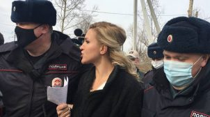 У Росії затримали лікаря, яка приїхала в колонію до Навального
