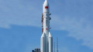 На Землю падає неконтрольована китайська ракета: де вона може впасти